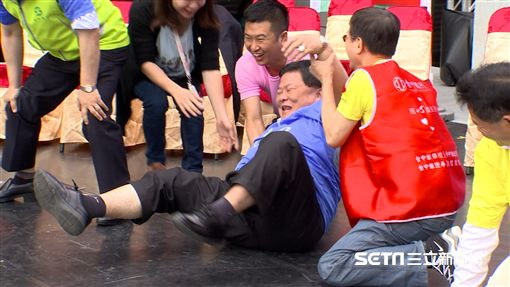 鎮瀾宮董事長顏清標拉筋跌倒