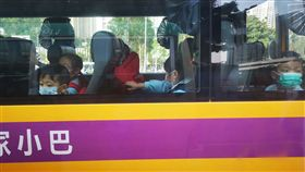 港麻疹案近期上升  小孩是高危族香港近期爆發痲疹,衛生當局特別關注未接種疫苗的兒童,呼籲家長採取防疫措施;圖為香港兒童28日上學都戴上口罩,以免感染。中央社記者張謙香港攝  108年3月28日