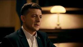 烏克蘭今(31)日舉行總統大選,在電視劇扮演總統的喜劇演員澤倫斯基真的問鼎元首大位,而且聲勢壓倒總統波洛申科與前總理提摩申科,可望在首輪投票出線,他誓言為政壇帶來新氣象。(圖/翻攝自zelenskiy_official IG)