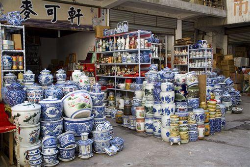 ▲在瓷都景德鎮,您可以買到各式各樣花紋獨特的瓷器。(圖/達志影像)