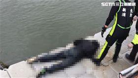 浮屍,碼頭,打撈,八里,翻攝畫面
