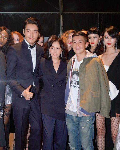 劉嘉玲出席上海時裝週活動。(圖/翻攝自劉嘉玲IG)