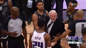 NBA/超火爆!7旬波總怒噴裁判 NBA,聖安東尼奧馬刺,Gregg Popovich,驅逐 翻攝自推特