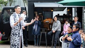 總統蔡英文1日在官邸招待興華國小師生。(圖/總統府提供)