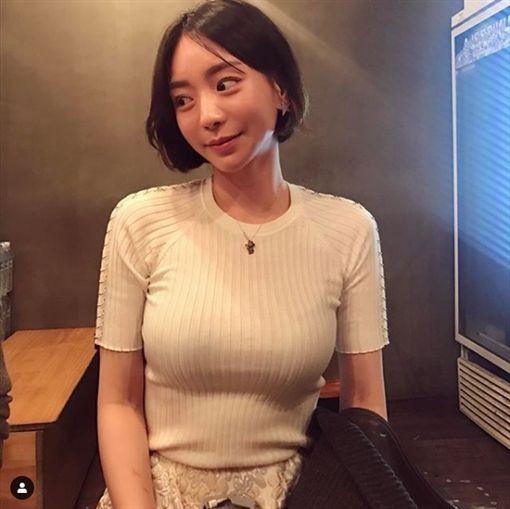 勝利 黃荷娜/IG