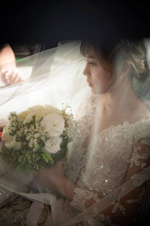葉映彤分享結婚當天的美照。(圖/臉書)