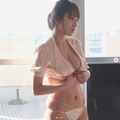 都丸紗也華/IG