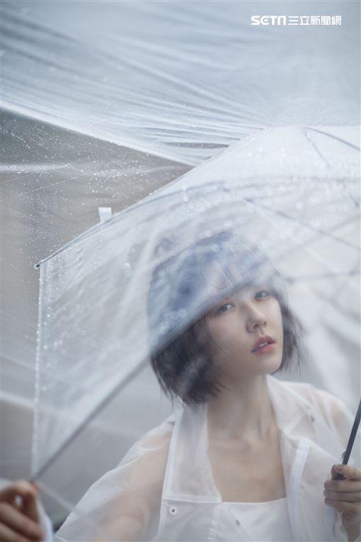 邵雨薇《微雨》專輯預購主視覺照。(圖/寬宏提供)
