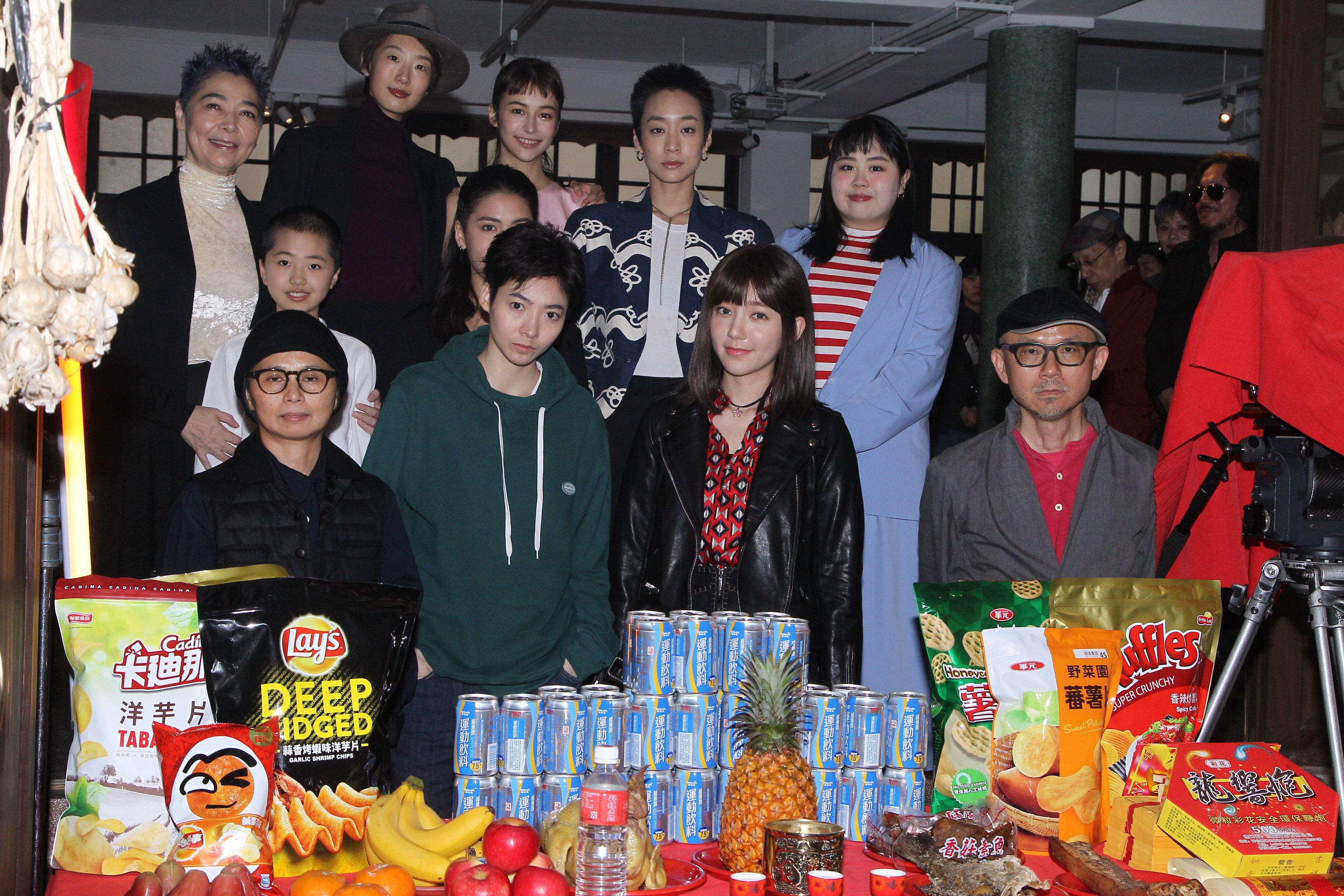 導演魏瑛娟、陳宏一,主角郭雪芙、謝沛恩出席「花咲了女孩」開鏡記者會。(記者邱榮吉/攝影)