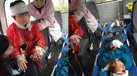 中國男闖國小砍殺小學生 釀2死2傷(圖/翻攝自微博)