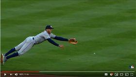 ▲太空人游擊手柯瑞亞(Carlos Correa)飛撲美技。(圖/翻攝自MLB YouTube)