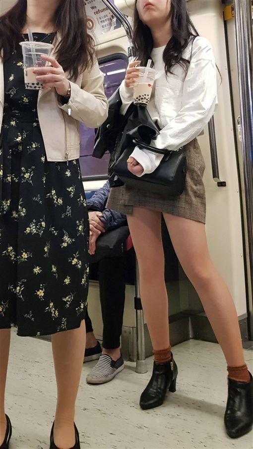 正妹捷運上喝珍奶/PTT