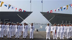 海軍「銘傳、逢甲艦」艦上配備標準一型防空飛彈,可搭載了2架反潛直升機與拖曳陣列聲納,因此也擔負海上的反潛作戰。(記者邱榮吉/攝影)
