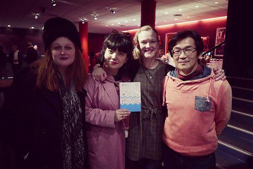 第一屆冰島台灣影展3月8日至24日在冰島登場,導演魏德聖(右)親自到場與觀眾對談,與策展人陳繪彌(左2)等人合影。(陳繪彌提供)中央社記者戴雅真倫敦傳真 108年4月2日