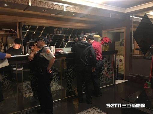 台北市中山分局配合觀傳局進行斷水斷電處分(警方提供)