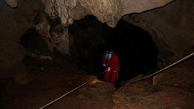 湖南女提分手遭推落山洞…七年後屍骸被探險隊發現/新京報