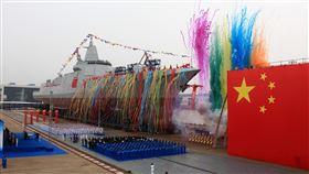 中共官媒:中國海軍還差美國幾十年中共官媒環球時報6日發出社評稱,雖然中國軍費規模世界第二,就算美國海軍原地不動,中國海軍要達到它的水準也「需要幾十年的時間」。圖為2017年6月28日,中國海軍新型飛彈驅逐艦舉行下水儀式。(中新社提供)中央社  108年3月6日