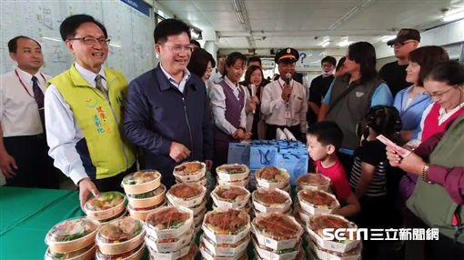 林佳龍到彰化車站視察、賣鐵路便當/記者許書維攝