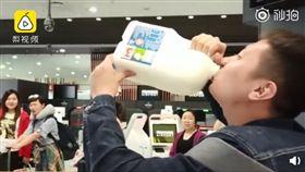 (圖/翻攝自梨視頻)澳洲,中國,遊客,牛奶
