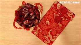 糖與紅包袋。(圖/記者蔡佩蓉攝影)