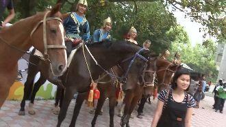 花博一早湧人潮 馬匹大遊行超吸睛