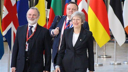 梅伊挺過逼宮赴歐盟峰會尋求支持英國首相梅伊12日暫時度過不信任投票危機,13日下午出席歐盟高峰會尋求支持。中央社記者唐佩君布魯塞爾攝 107年12月13日