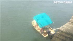 台北市延平北路九段夫婦駕駛小艇翻覆現場(讀者提供)
