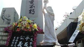 港支聯會清明悼念六四死者香港支聯會5日趁著清明之際,在尖沙咀文化中心旁的鐘樓舉行紀念「六四事件」30週年獻花儀式,悼念當年死難者。(支聯會提供)中央社記者張謙香港傳真 108年4月5日