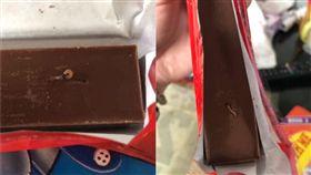 德國知名品牌的巧克力鑽出蟲子。(圖/翻攝自COSTCO好市多消費經驗分享區)
