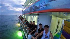 ▲出海釣魚體驗-澎湖夜釣小管。(圖/Tripbaa趣吧!亞洲自由行專家)