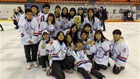 中華台北成人女子冰球隊在世界盃奪冠。(圖/取自中華民國冰球協會粉絲團)