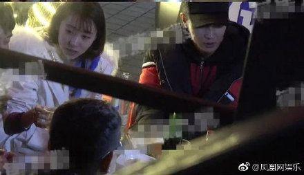 張丹峰被卓偉爆料出軌經紀人畢瀅,兩人同房密照曝光。(圖/微博)