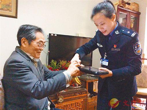 台灣法學專家邵子平因領有中國身分證,被註銷台戶籍超怒。(圖/翻攝微博)