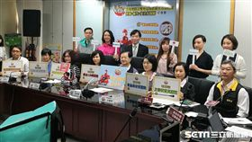 台北市衛生局今日表示,將於今年9月起首創開辦免費「網路美食外送平台從業人員食安講習」。(圖/記者楊晴雯攝)