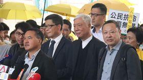 香港占中案今裁決  9名被告均表坦然面對香港「占中」案9日裁決,9名被告早上抵達西九龍裁判法院,聽候裁判結果,他們發表談話時都表示會坦然面對結果。中央社記者張偉強香港攝  108年4月9日
