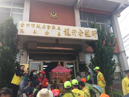 白沙屯媽祖進駐台中市警局烏日分局龍井分駐所(圖/翻攝自臉書)
