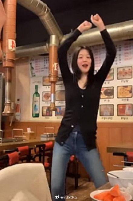 酒醉直播!前韓團女星雪莉脫衣「抓奶」 脫序行為嚇壞網友