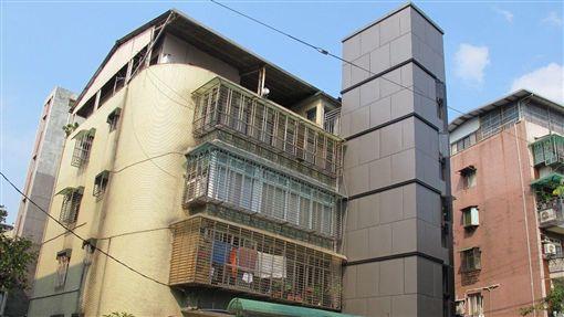 公寓裝電梯。(圖/台北市都更處提供)