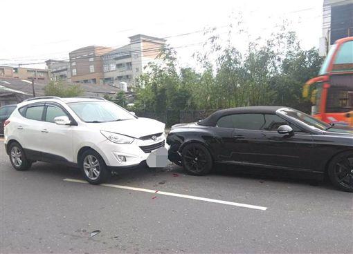 桃園,賓利,車禍,追撞(圖/翻攝自臉書)