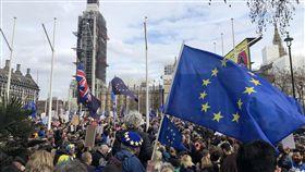 訴求2次脫歐公投 數萬民眾倫敦大遊行數萬名反對退出歐盟的英國民眾23日聚集倫敦市中心遊行,訴求舉行第2次脫歐公投。中央社記者戴雅真倫敦攝 108年3月23日