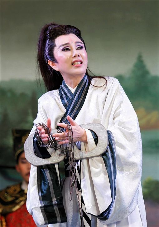 孫翠鳳是難得允文允武的歌仔戲表演者。(圖/翻攝自臉書)