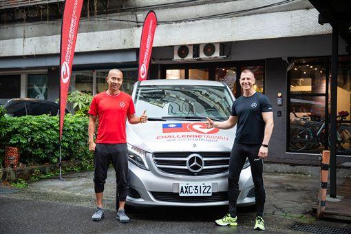▲台灣賓士提供V-Class做為賽前訓練營工作車以及賽事運輸補給車。(圖/Mercedes-Benz提供)