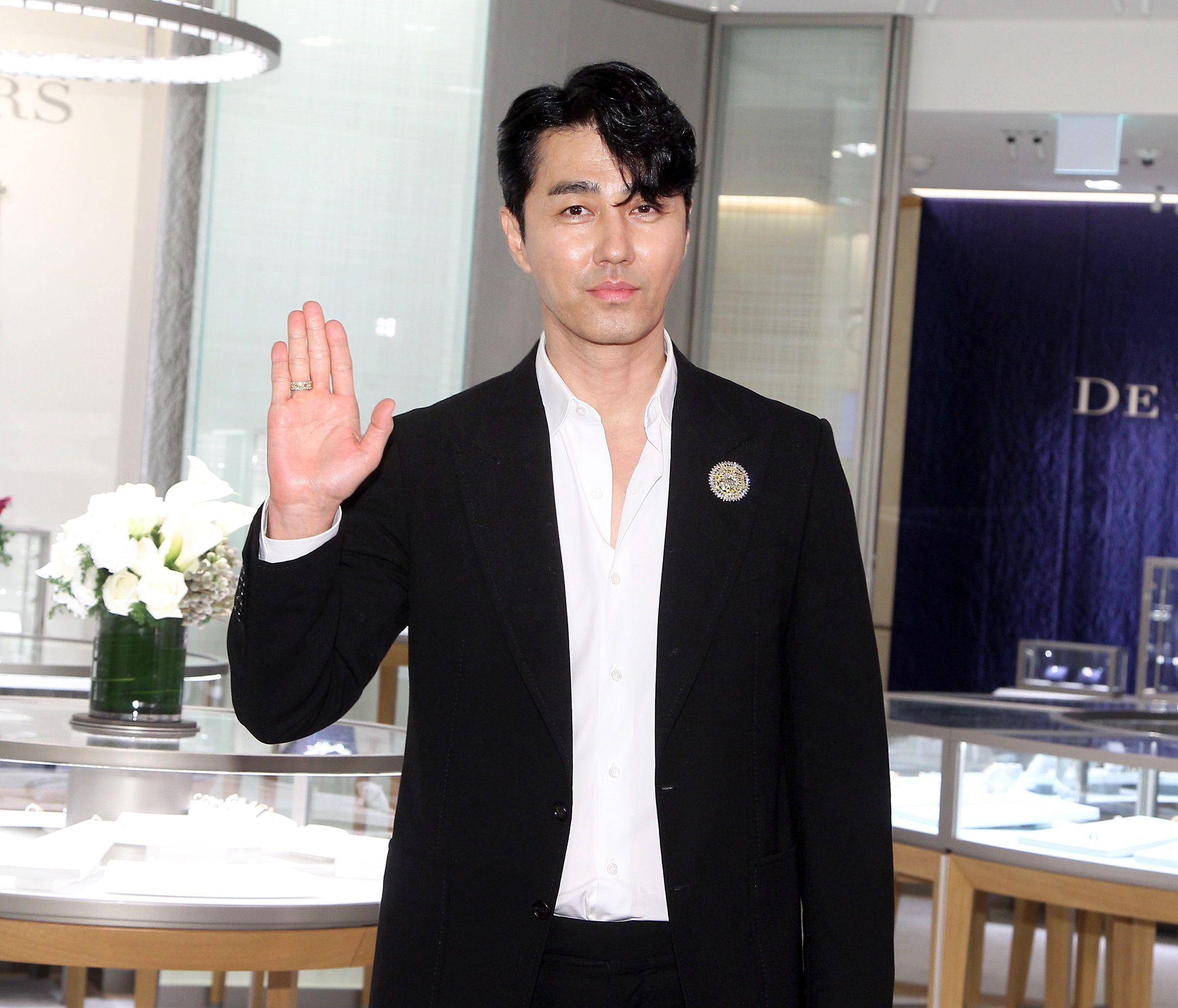 韓星車勝元台北精品店開幕剪綵。(記者邱榮吉/攝影)