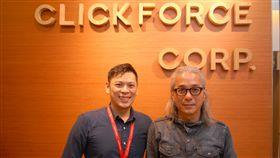 智威湯遜首席創意長常一飛(右)與域動行銷事業發展群副總經理薛祖淇(左)合影