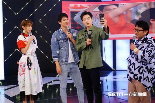 合作演出《你有念大學嗎?》的禾浩辰與邵翔受邀參與錄製完全娛樂。(圖/記者王建棠攝)