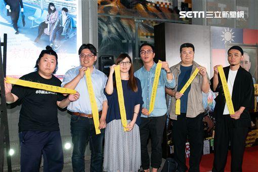 傅榆出席《我們的青春,在台灣》首映,左起音帝大帝、邱顯智、傅榆、沈可尚、李惠仁、楊大正。(圖/記者常朝貴攝影)