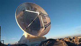 中央研究院日前宣布事件視界望遠鏡(圖)計畫10日晚間將舉辦全球同步記者會,發表最新取得的重大成果。(圖/翻攝自eventhorizontelescope.org網頁)