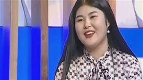 哈薩克一名19歲女大生札妮貝可娃(Aynur Zhanibekova)上節目拍賣童貞,處女(圖/翻攝自推特)