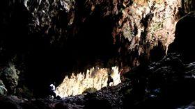 菲律賓的卡洛洞穴(Callo Cave)。(圖/翻攝自維基百科)