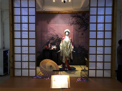 台北市立交響樂團歡慶50週年,9日在台北市中山堂舉辦「50特展」慶祝活動,展出2001年製作的歌劇「蝴蝶夫人」服裝等相關文物。中央社記者洪健倫台北攝 108年4月9日